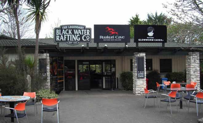 La meilleure façon de s'inscrire à une excursion de Black Water consiste à réserver sur Internet. Mais vous pouvez aussi vous décider à la dernière minute sur place.