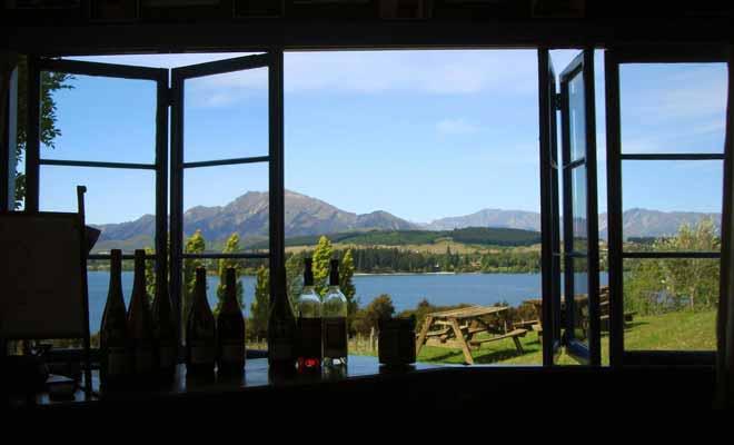 Vous pouvez vous inscrire à une dégustation de vins dans la propriété de Nick Mills baptisée Rippon Vineyard. Le point de vue sur le lac est à la hauteur du reste.