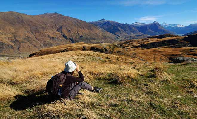 In addition to leading to the beautiful diamond lake, the Diamond Lake Track hike offers spectacular views over Lake Wanaka and the surrounding mountains.