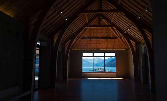 Visiter le vignoble de Rippon Vineyard vous permet de déguster le meilleur pinot noir de la région et d'admirer le panorama sur le lac Wanaka (et ruby island). La grande salle de réception construite en bois est absolument magnifique.