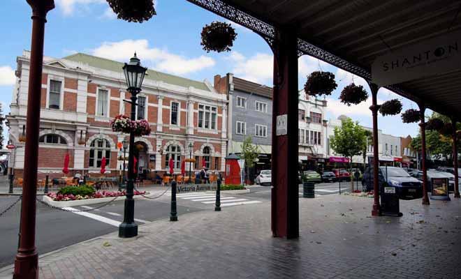 Les édifices publics des petites villes provinciales sont de types coloniaux. C'est le cas par exemple à Wanganui.