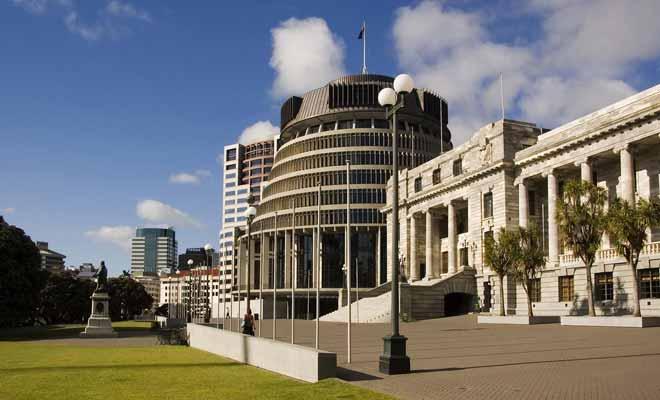Le parlement de Nouvelle-Zélande ne fait pas l'unanimité sur le plan architectural. Censé évoquer une ruche, il n'est pas particulièrement apprécié par la population locale.