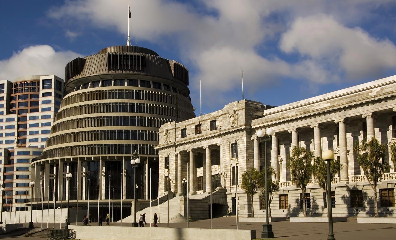 Le parlement de Nouvelle-Zélande est surnommé « la ruche ». Une construction qui est loin de faire l'unanimité auprès de la population locale comme des touristes. Notez que vous pouvez assister à une session du parlement si vous le souhaitez : la Nouvelle-Zélande est une démocratie.