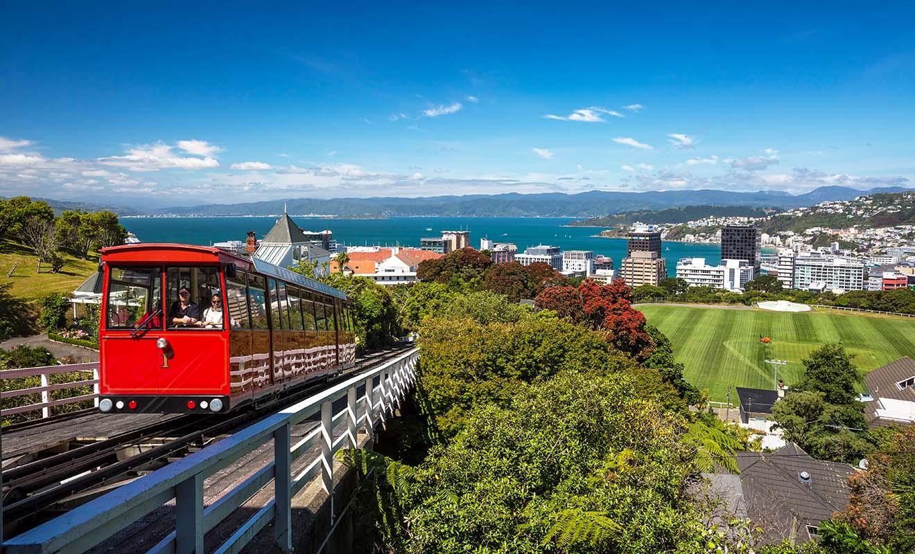 Wellington compte le plus grand nombre de funiculaires au monde, le plus emblématique étant celui qui relie Lambton Quay au Jardin botanique.