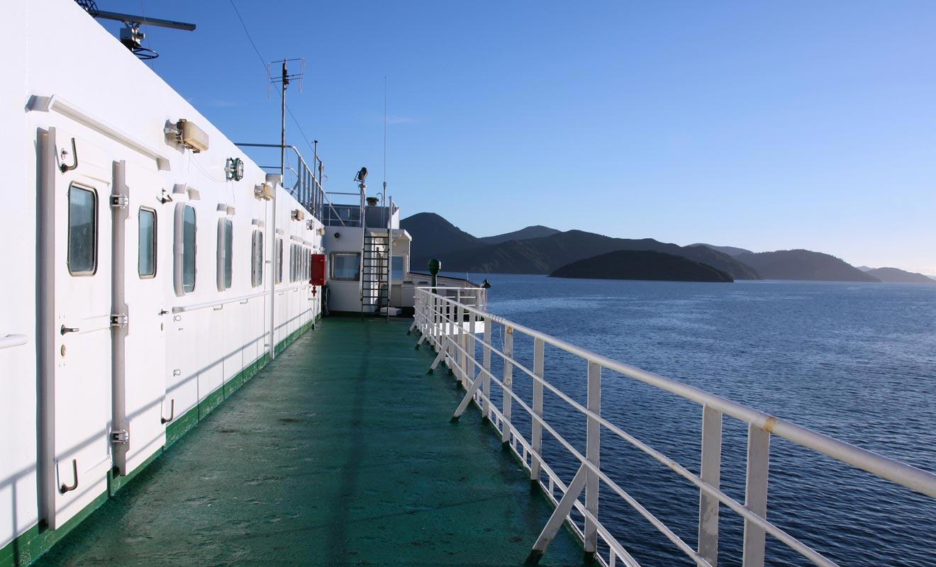 L'interislander permet de relier les deux grandes îles du pays entre elles. La traversée dure environ 3 h et le paysage est souvent spectaculaire.