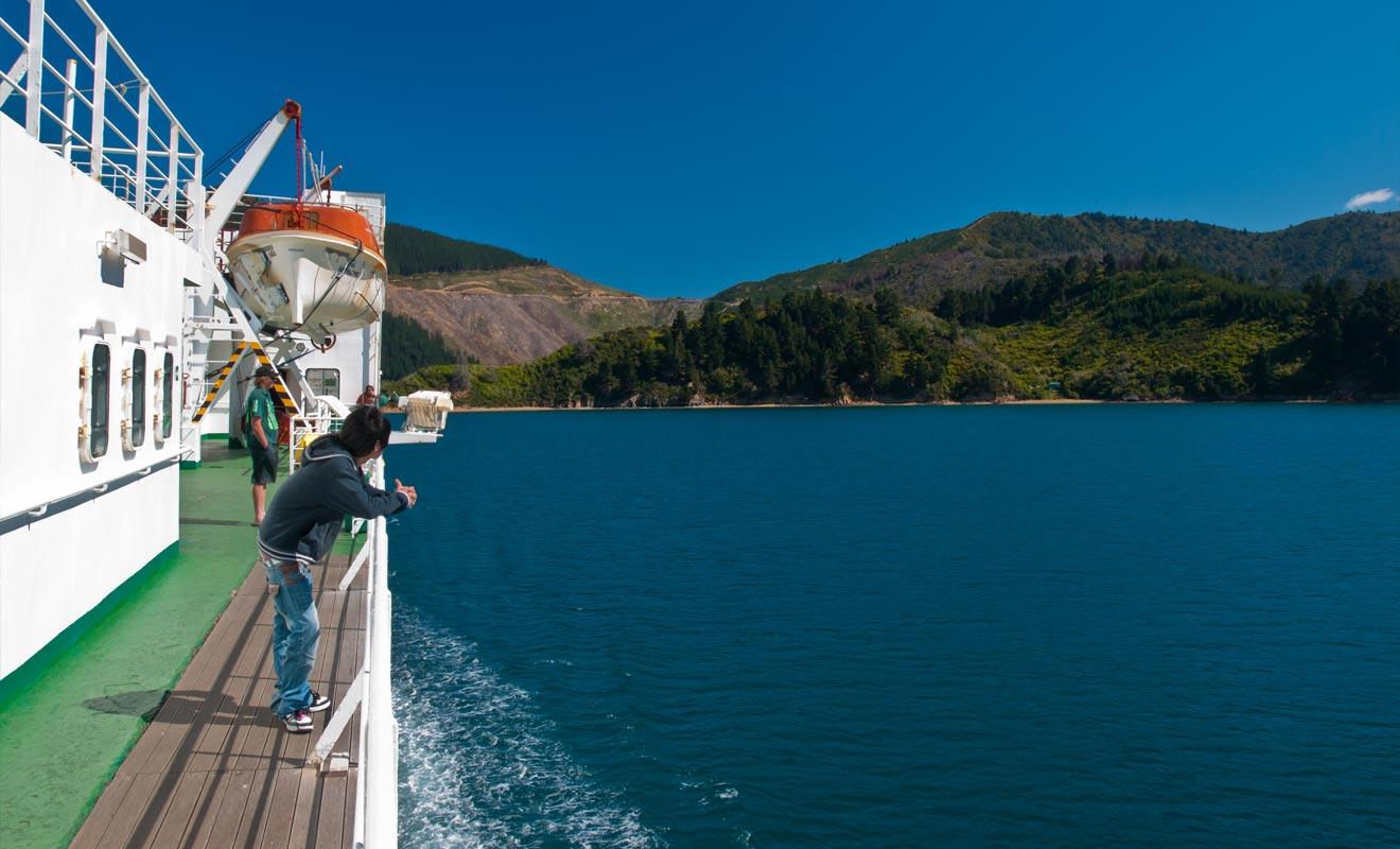 Le ferry à 75 dollars par personne est une bonne affaire mais l'addition grimpe à 275 dollars si vous embarquez votre camping-car en soute !