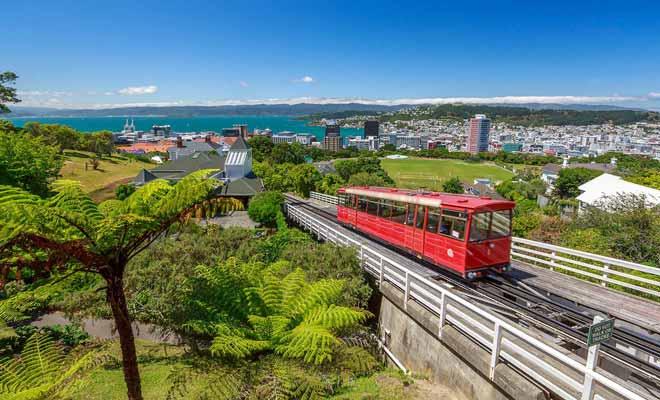 La mer n'est jamais loin en Nouvelle-Zélande et l'on peut profiter de la plage après le travail.