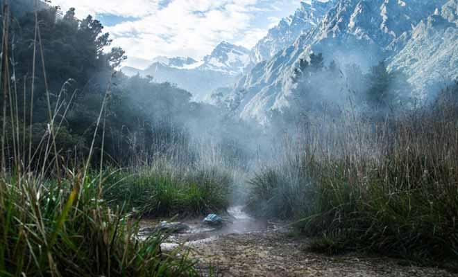 Il existe de nombreuses sources thermales d'eau chaude sur l'Île du Nord, mais l'Île du Sud de la Nouvelle-Zélande n'est pas en reste. Certes, il faudra parfois suivre une longue randonnée pour gagner l'une de ces sources cachées. Celle de Copland Track est l'une des plus réputées.
