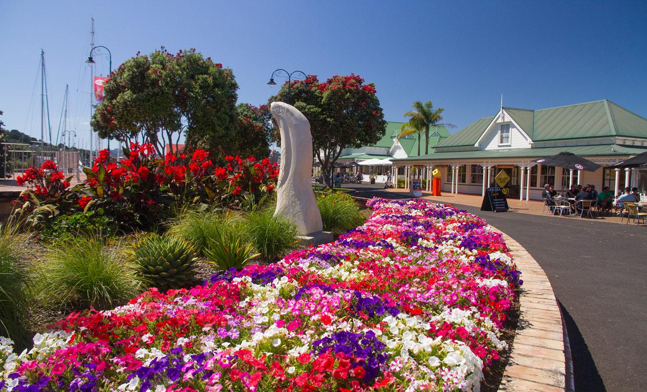 Whangarei est une ville très fleurie où il fait bon flâner près de Town Basin, surtout durant les mois d'été. C'est une ville très attachante dont il est difficile de repartir.