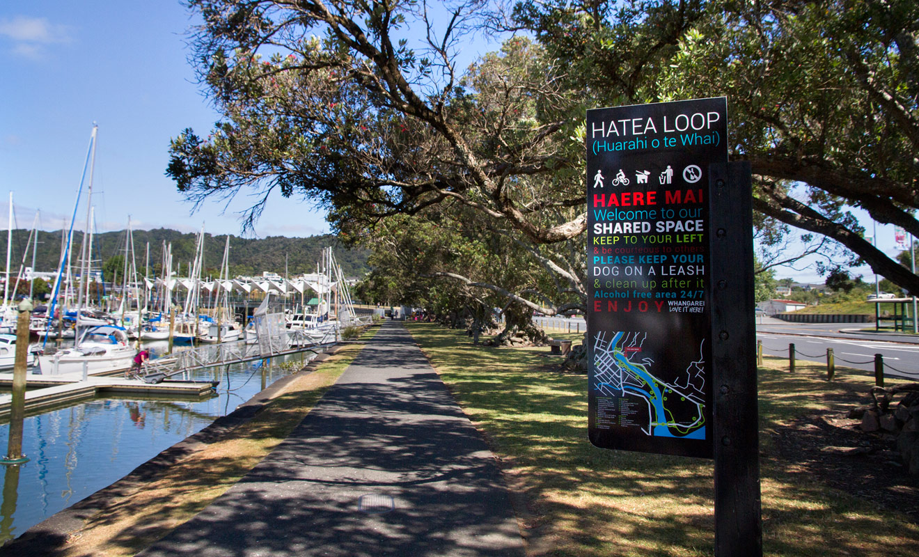 Hatea loop est une promenade en boucle qui fait le tour de la marina de Whangarei. À l'ombre des arbres vous longerez les quais ou accostent les voiliers.