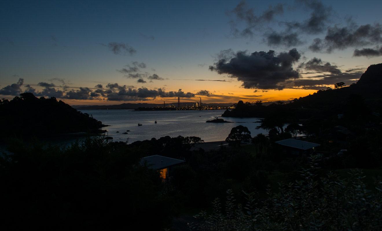 Si la ville de Whangarei propose en elle-même assez peu d'activités, en revanche la région qui l'entoure offre de nombreuses visites et randonnées. La baignade est également possible à Matapouri Bay.