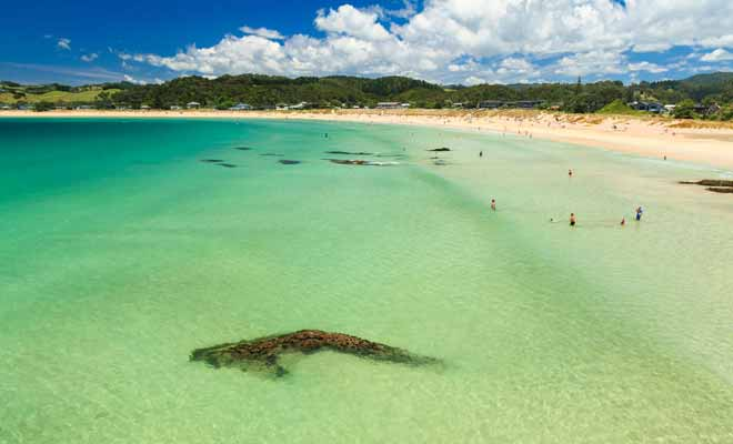 En forme de croissant, et avec son eau limpide, la plage de Matapouri Bay est l'une des plus belles de toute la Nouvelle-Zélande. Vous pourrez vous y baigner durant les mois d'été.