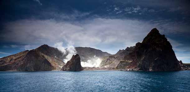 Les volcans en activité qui se visitent sont rares. L'expérience est habituellement réservée aux volcanologues. White Island, au large de la Bay of Plenty, se visite en compagnie de guides expérimentés.