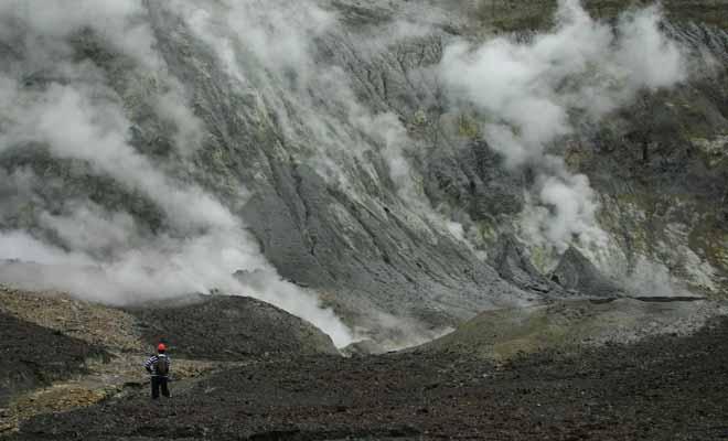 Aucune sorte de végétation ne peut survivre à la surface du volcan. On se croirait sur une autre planète du système solaire.