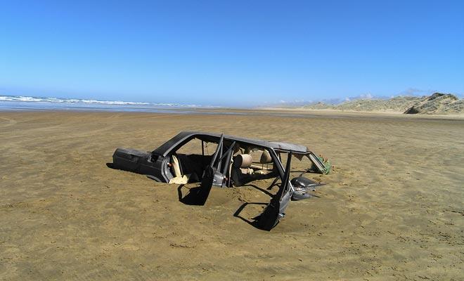 A menos que usted alquila un vehículo adecuado (4x4 por ejemplo), no se le permite viajar en cualquier terreno. Montar en la famosa playa de playa de 90 millas por ejemplo, puede arruinar su estancia en caso de atascamiento.