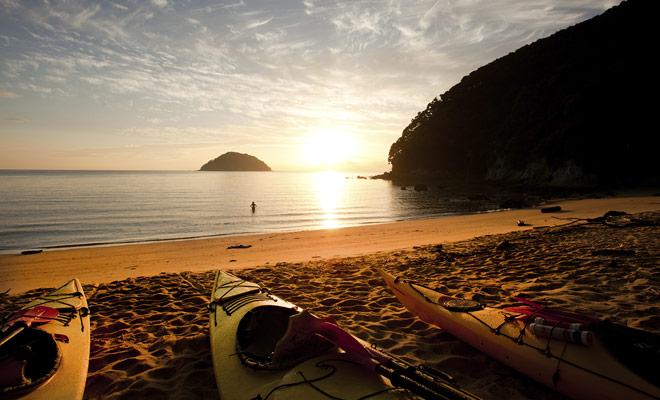 Het grootste voordeel van Nieuw-Zeeland is om u te kunnen alterneren of combineren met meerdere activiteiten. Abel Tasman National Park is een goed voorbeeld hiervan, omdat u op dezelfde dag kunt wandelen en kajakken.
