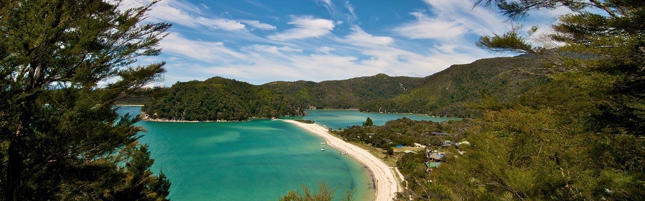 Het Abel Tasman National Park en zijn lagunes kunnen met kajak worden verkend.