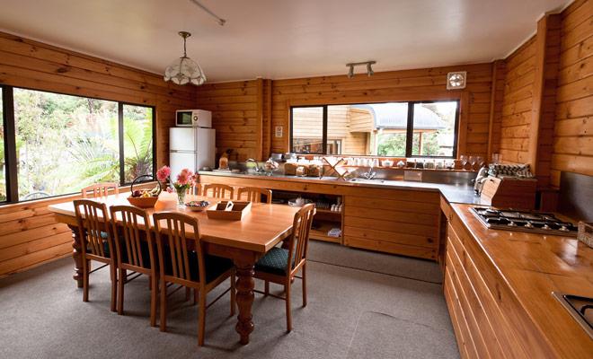 Kiwipal recomienda alquilar moteles durante ciertas etapas clave de la estancia, incluyendo Abel Tasman. La oportunidad de pasar varios días en el mismo lugar mientras tiene la oportunidad de cocinar y lavar la ropa es muy apreciable. Se reduce el volumen de equipaje de mano y se come saludablemente.