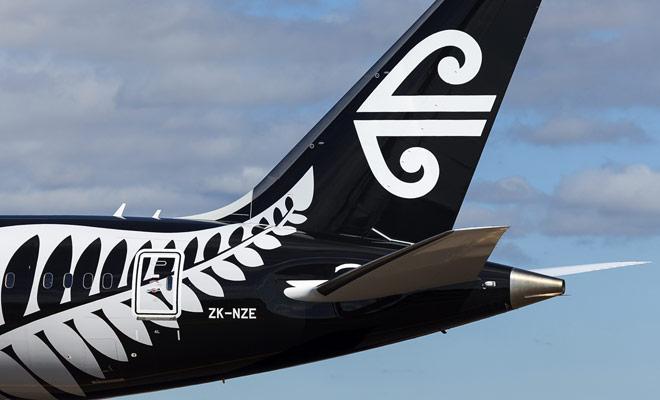 Para llegar a Nueva Zelanda, puede tomar prestadas grandes empresas como Singapore Airlines, Emirates o Cathay Pacific, o compañías chinas más baratas, pero con una mala calidad de servicio (China Southern y China Eastern).