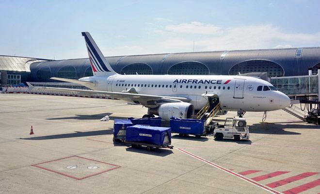 Air France no ofrece vuelos directos a Nueva Zelanda, pero puede utilizar la compañía francesa para viajar a Asia antes de unirse al país Kiwi con otra aerolínea (Air New Zealand, por ejemplo).
