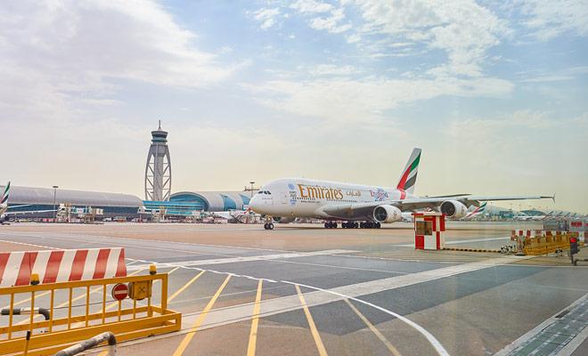 Emirates ahora ofrece vuelos a Nueva Zelanda con una parada única en Dubai. Pero esto no es todavía el caso en todos los vuelos propuestos y la parada doble (Dubai / Sidney) sigue siendo propuesta por muchas compañías aéreas.