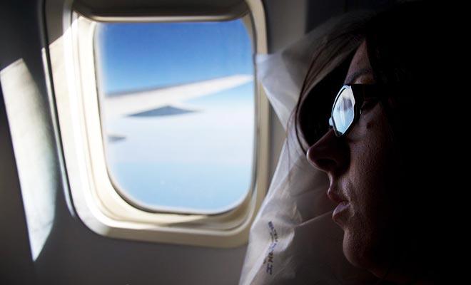 Para un vuelo de 24 horas, no dude en pasar unos cuantos euros extra para garantizar un mayor confort. Los cojines, la máscara de ojo o los auriculares son inversiones sabias.