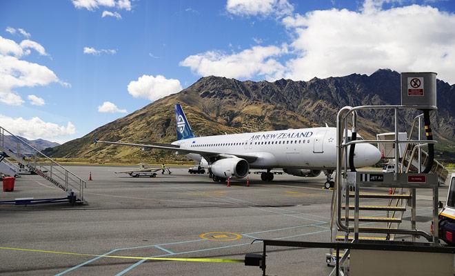 Los aeropuertos internacionales de Nueva Zelanda son (en orden de importancia), Auckland, Christchurch, Dunedin, Queenstown, Rotorua.