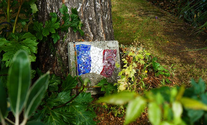 We ontmoeten vaak Franse symbolen als vlaggen als u rond Akaroa loopt.