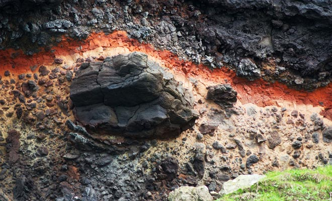 Grote vulkaanuitbarstingen leidden tot wat eens een eiland was van het Zuidereiland. De alluviale afzettingen hebben het eiland geleidelijk omgezet in een schiereiland.