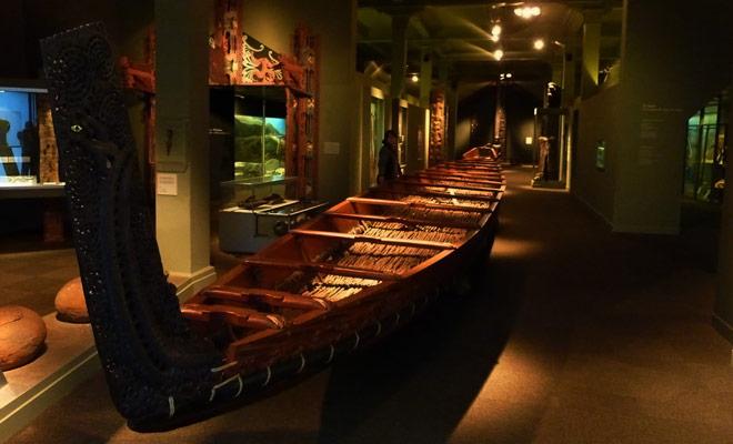 La mayoría de los museos tienen una galería dedicada a las culturas del Pacífico en general y la cultura maorí en particular. Las obras expuestas son de excelente calidad.
