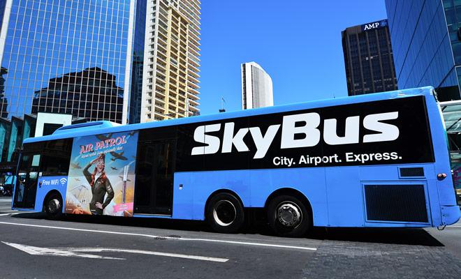 El autobús que conecta el CBD de Auckland con el aeropuerto es probablemente el medio de transporte más económico, si no el más rápido.