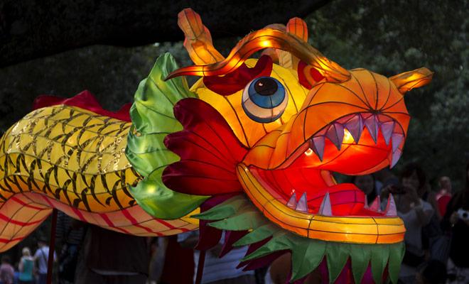 Cada año, el Año Nuevo Chino se celebra en las calles de Auckland con desfiles de bailarines y linternas en forma de dragón.