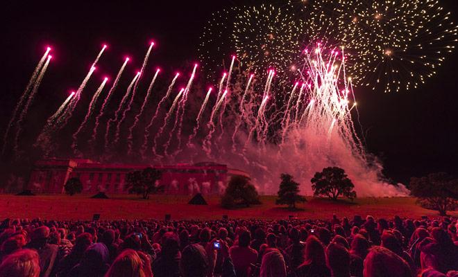 Las principales ciudades del país acogen los principales festivales y eventos culturales. Usted puede tener la suerte de ver los fuegos artificiales de un gran Año Nuevo.