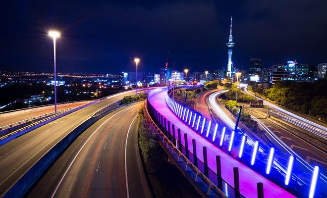 El aeropuerto de Auckland está a sólo 20 km del centro de la ciudad por la autopista.