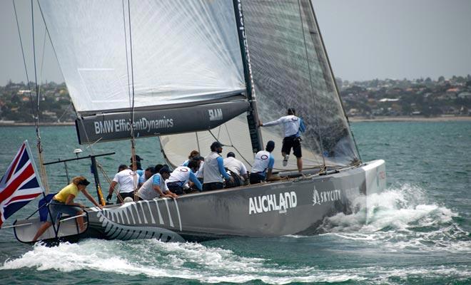 La mayoría de los neozelandeses tienen un barco. La vela se enseña en la escuela primaria y es el deporte más popular después del rugby.