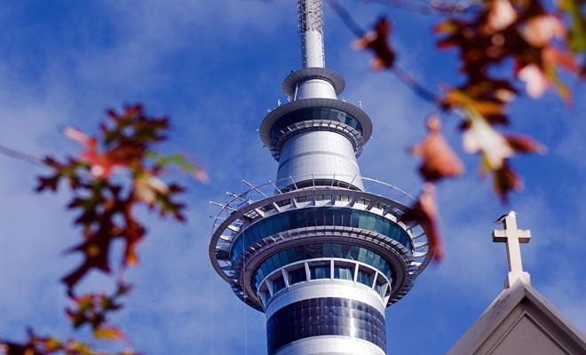 Om te genieten van een adembenemend uitzicht op de Auckland regio, neem gewoon de lift die naar het observatiedak op de bovenste verdieping leidt.