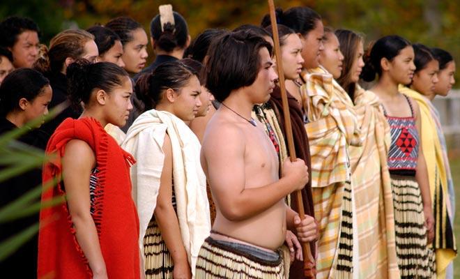 El 6 de febrero es el Día Nacional de Nueva Zelanda. Numerosas conmemoraciones tuvieron lugar en todo el país, especialmente en la ciudad donde se firmó el tratado de paz entre Pahekas y Maoris tras un violento conflicto.