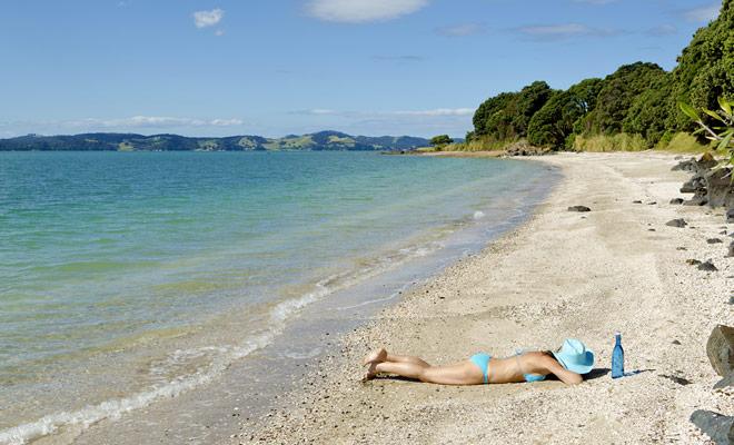 La capa de ozono por encima de Nueva Zelanda es más delgada que en Europa y usted debe elegir un mayor índice de protección solar de lo habitual para proteger su piel de los rayos UV.