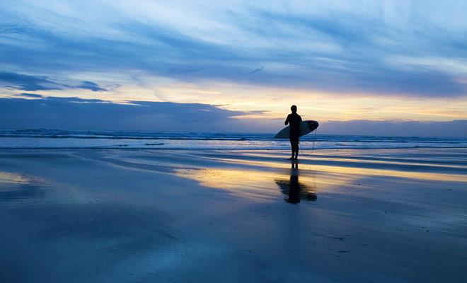 El surf se practica en Nueva Zelanda en las dos islas del país y los mejores spots se distribuyen de forma homogénea.