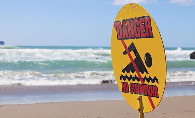 No todas las playas son adecuadas para nadar y algunas pueden ser peligrosas. Incluso si no hay indicaciones para prohibir la natación, no aventurarse en el agua si la playa está desierta.