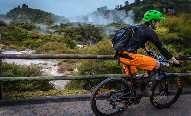 Alquilar una bicicleta de montaña cuesta sólo $ 10 por una o dos horas, pero puede obtener tarifas más atractivas al elegir paquetes de un día.
