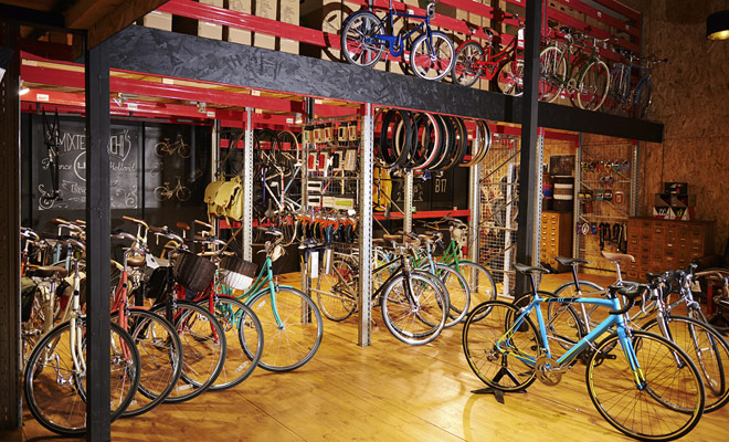 No hay ninguna dificultad en el alquiler de una bicicleta como tiendas de bicicletas de montaña están disponibles en todo el país, especialmente en Rotorua y Queenstown.