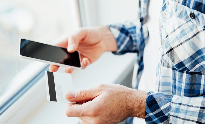 Para reservar sus boletos aéreos en línea, necesitará usar una tarjeta de crédito. Pero si el techo de su tarjeta de crédito no es lo suficientemente alto, la transacción podría ser rechazada por el banco.