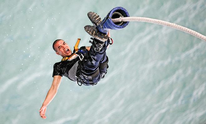 Bungee jumping es una experiencia intensa que viene a la mente cada vez que piensa en su estancia en Nueva Zelanda. Pero esto no es una actividad obligatoria! Usted se beneficiará tanto del país si usted da para arriba en deportes extremos.