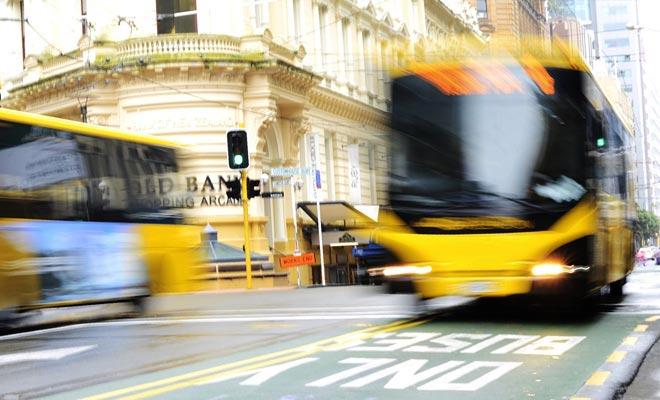 Moverse en autobús en el país es caro a menos que se quede el tiempo suficiente para beneficiarse de descuentos de tarjetas de fidelidad.
