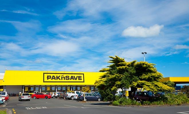 Los aparcamientos de los supermercados también sirven como punto de venta para autos de segunda mano.