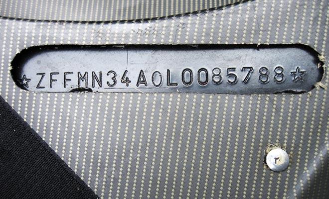 El número de VIN está presente en todos los vehículos. Le permite consultar la historia de un coche que isonvenient para detectar estafas o problemas.