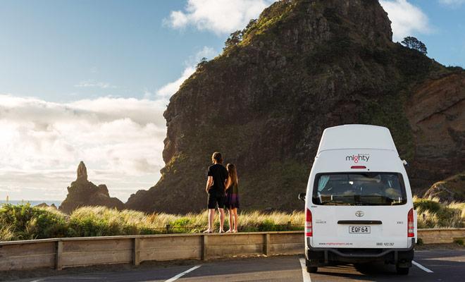 La Nuova Zelanda è considerata il miglior paese al mondo da visitare da un camper. Una reputazione che non è usurata perché il paese è abbondante di strutture studiate per questo tipo di veicolo.
