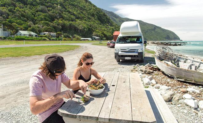Il camper consente di improvvisare le pause sulla strada. Potreste fare lo stesso in macchina, ma il camper van è dotato di un frigorifero che semplifica notevolmente l'organizzazione del soggiorno e limita le visite al supermercato o ai ristoranti.