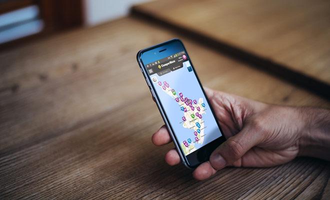 Kiwipal beveelt Campermate of Rankers aan om uw verblijf in Nieuw-Zeeland te organiseren. Beschikbaar op iPhone en Android, deze twee toepassingen vermelden de beste campings in het land, evenals benzinestations of supermarkten.